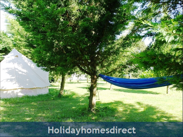 Puce Gite: Play tent and hammocks