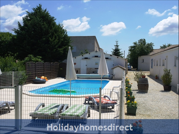 Puce Gite: Pool, games room and back of the Puce