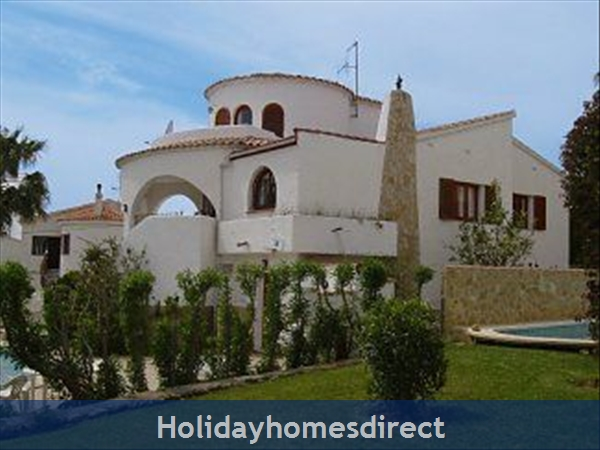 Beautiful Villa With Private Pool, Mountain And Sea Views: Villa exterior