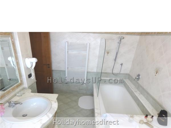 Bathroom with shower/bath villa in Amalfi coast