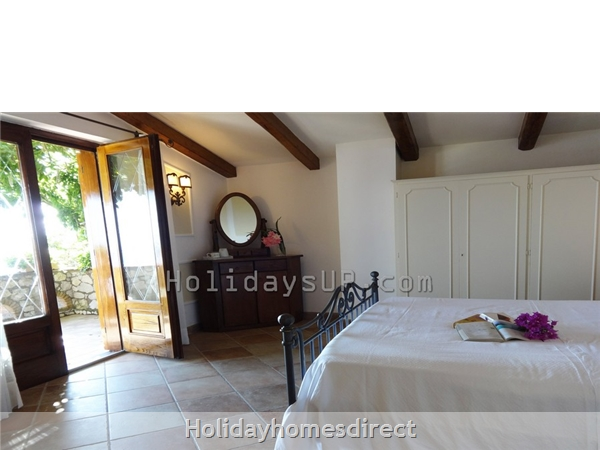 Double bedroom with air conditioning/heating