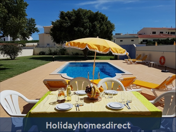 Villa Leila Albufeira. 5 Star Reviews!: Outside dining area