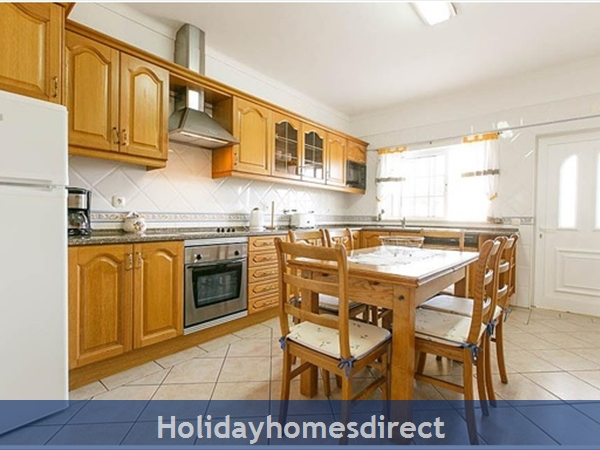 Villa Leila Albufeira. 5 Star Reviews!: Kitchen