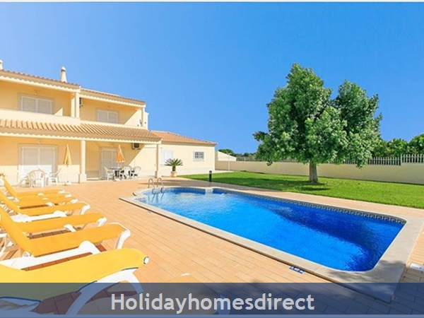 Villa Leila Albufeira. 5 Star Reviews!: Pool facade