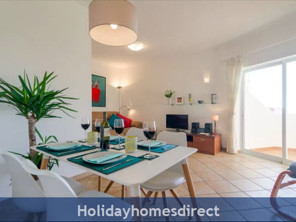 Great 2 Bed/2 Bath Close To Beach & Alvor Village: Lounge and dining areas