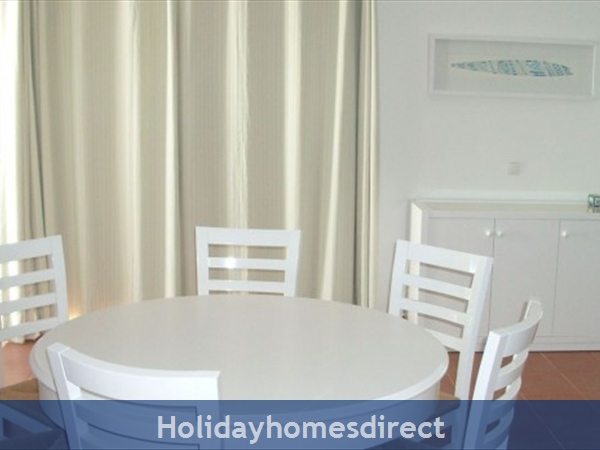 Prainha Village Alvor 4 Bedroom Villa With Pool: Dining area