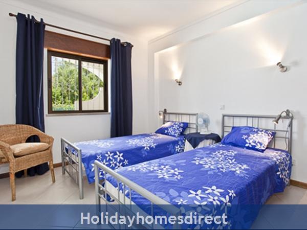 Apartment Aurora Mar 7, Carvoeiro, Algarve, Portugal: double bedroom, space xtra bed