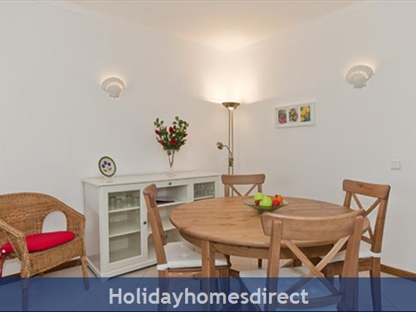 Apartment Aurora Mar 7, Carvoeiro, Algarve, Portugal: dining section