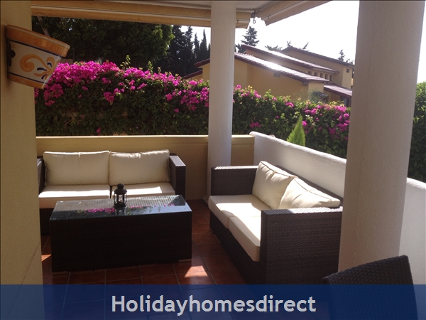 Luxury Garden Apartment: Terrace