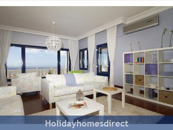 Villa Vellamos With Private Pool, Puerto Calero, Lanzarote: Living room