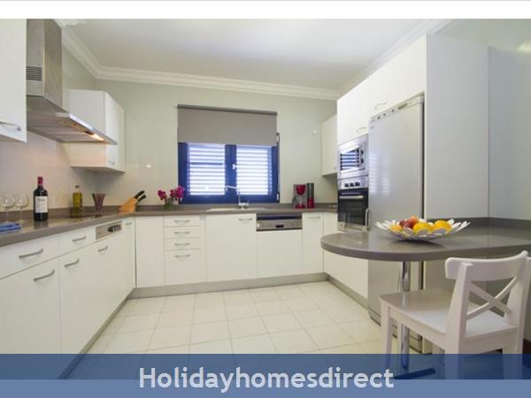 Villa Vellamos With Private Pool, Puerto Calero, Lanzarote: Kitchen