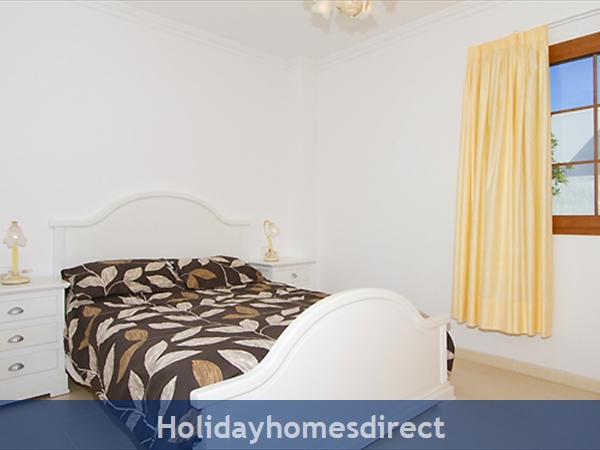 Villa Harmony double bed bedroom