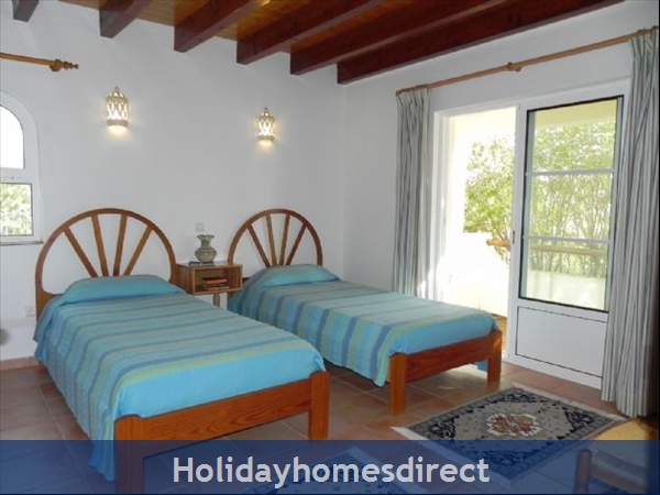 Casa Santolina: 9. Twin bedroom, doors to patio