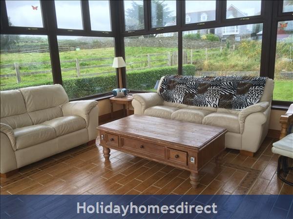 No 12 Tragumna Holiday Cottages: Conservatory