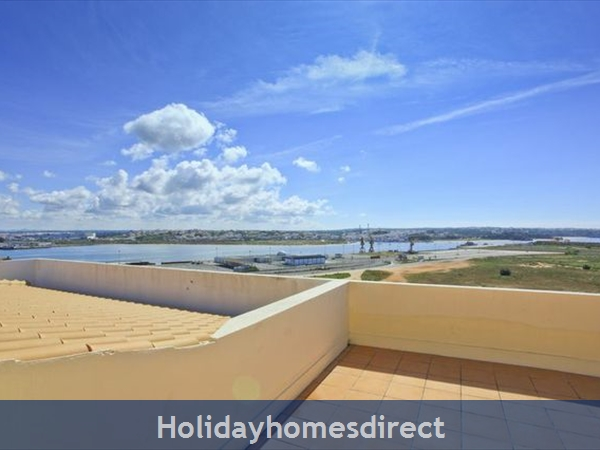 Apartment Vila Arade, Top Floor, Sleeps 4, Sea View: great roof terrace with BBQ