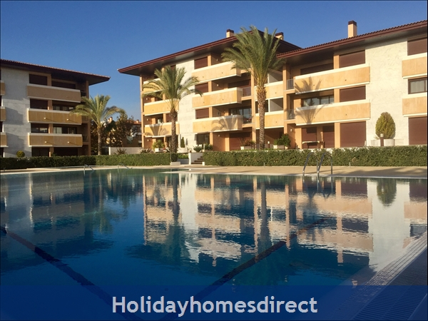 Vilamoura Luxury Monte Laguna (Nov & Dec Discounted rates 2 bed apartment in gated community next to golf