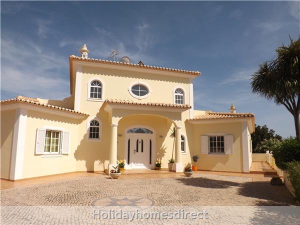 Villa Estrelamar - Vilamoura - W/4 Bedrooms, Ac, Wifi, Private Pool And Garden, Beach Nearby: Image 2