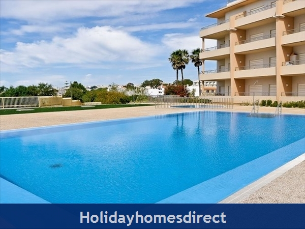 Luxury Barracuda Beach Front Apartment Albufeira....stunning Beach And Ocean Views Free Wi-fi,: A23