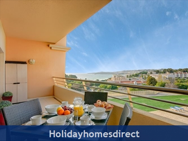 Luxury Barracuda Beach Front Apartment Albufeira....stunning Beach And Ocean Views Free Wi-fi,: Pool