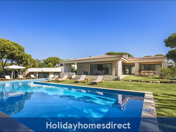 Villa Pinhal Velho 14, Vilamoura. Luxury 5 bedroom villa with pool