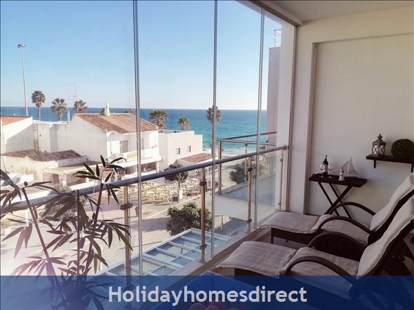 Beach-front Apartment Sereia 1 with sea view