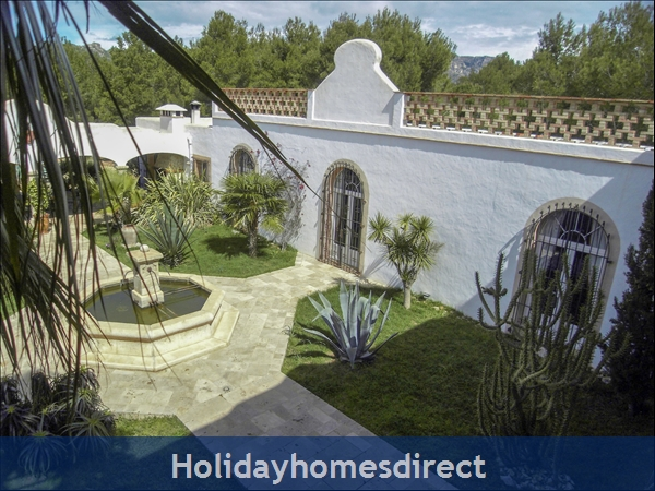 Large Mexican Hacienda - 6 Bedrooms - 14 Guest - 5 Minutes From The Beach: Inner Patio View From Balcony