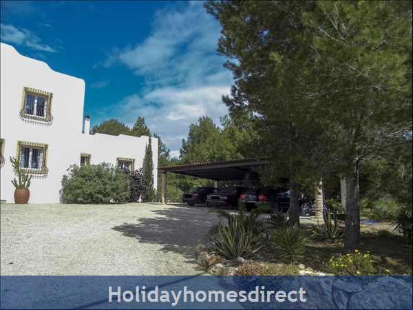 Large Mexican Hacienda - 6 Bedrooms - 14 Guest - 5 Minutes From The Beach: Roofed Car Garage