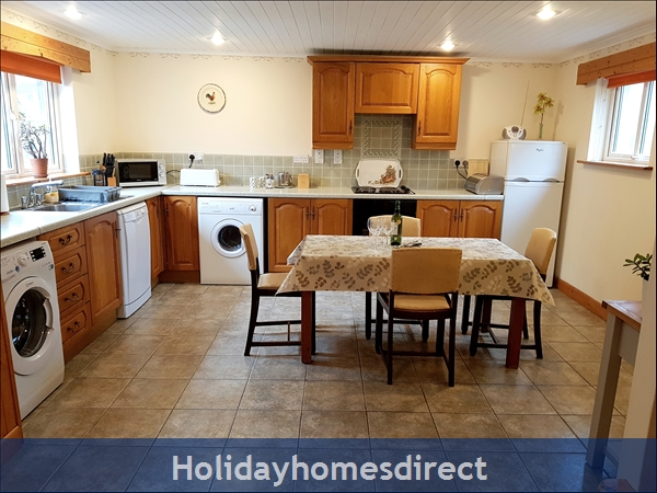Large very well equipped kitchen diner