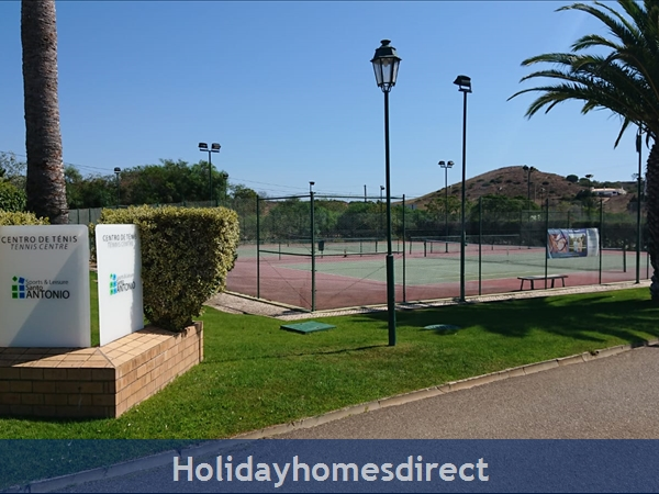 Santo Antonio resort Tennis courts