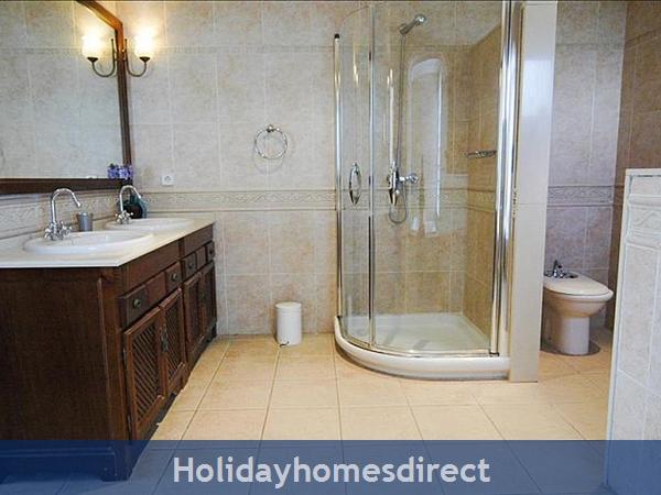 Villa Blanca bathroom with shower