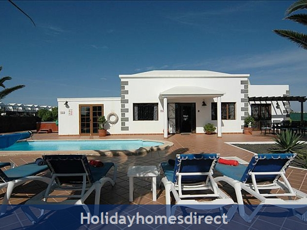 Villa Blanca Private swimming pool and sunbeds