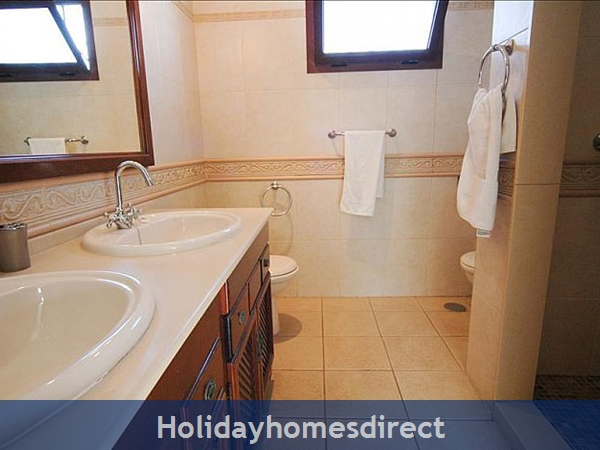 villa Blanca sink and toilet
