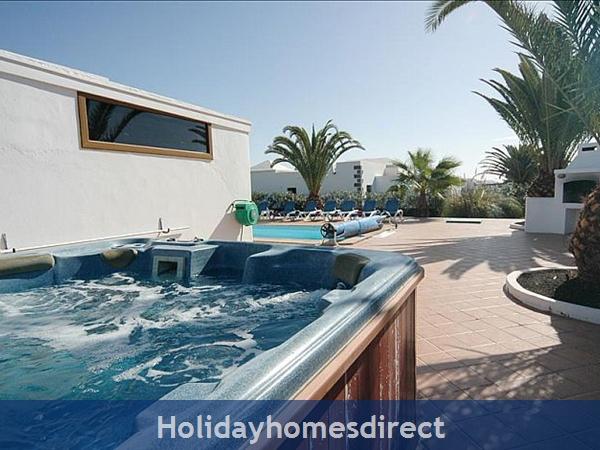Villa Blanca Private swimming pool and jacuzzi