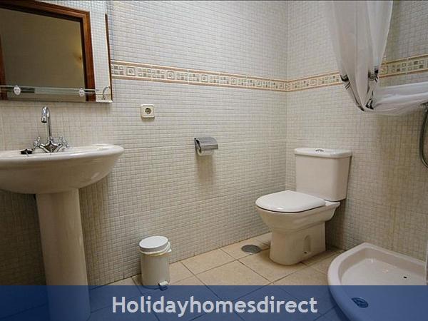 Villa Blanca master ensuite with bath