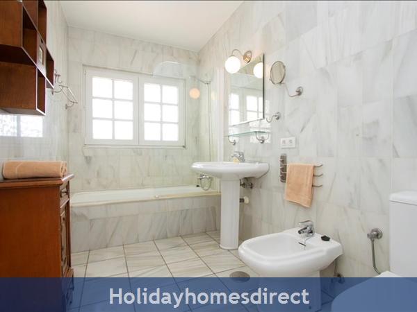Villa Antares master bathroom in Lanzarote