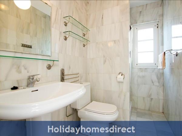 Villa Antares bathroom and sink in Lanzarote