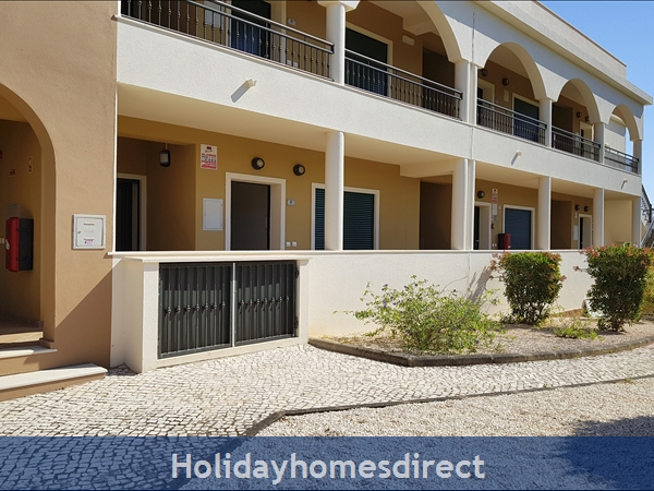 Domusiberica Apartment Fd.. In Burgau Village Walk To Everywhere Including The Beach.: DomusIberica Burgau Ground Floor Apt in Block F