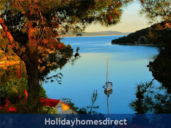 2 bedroom Seaside Villa with Pool on Brac Island, (BC011)