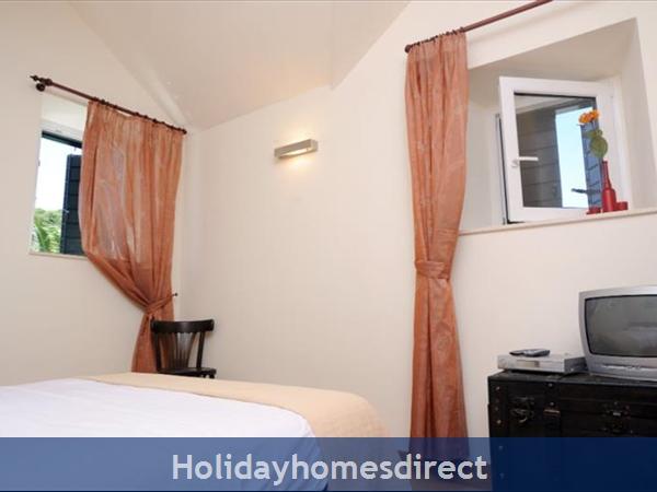 Superb 4 Bedroom Villa In Splitska, Brac Island (bc023): Image 8