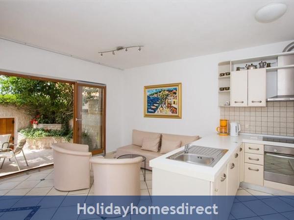 2 Bedroom Villa In Cavtat Near Dubrovnik, Sleeps 4-6 (du028): Image 7