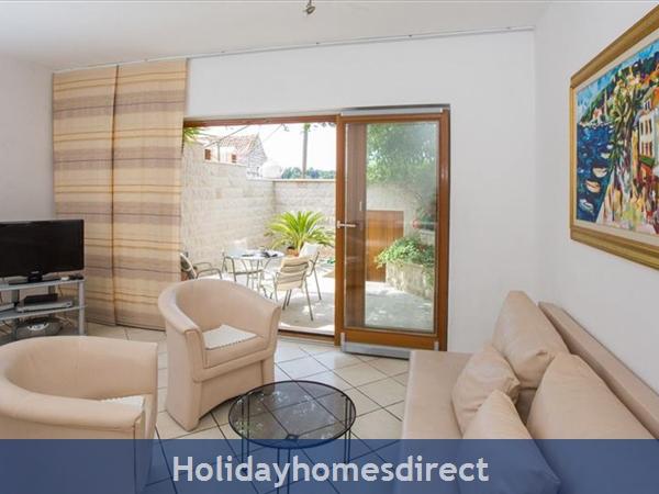 2 Bedroom Villa In Cavtat Near Dubrovnik, Sleeps 4-6 (du028): Image 6