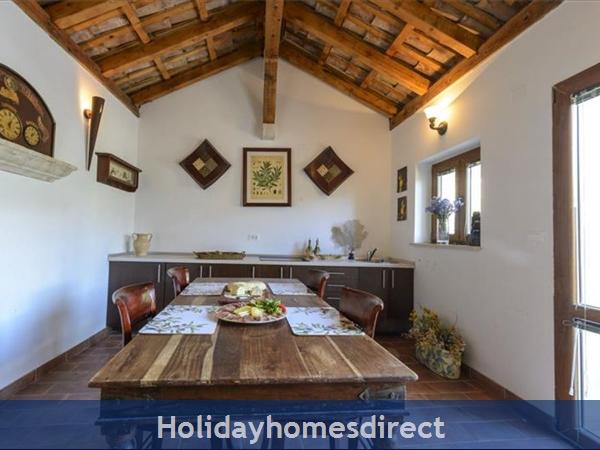 Four Bedroom Stone Villa With Pool Near Dubrovnik (du065): Image 2