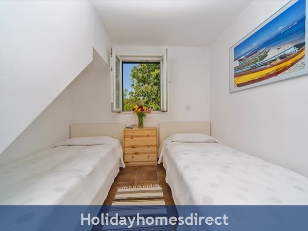 Five Bedroom Villa In Cavtat Near Dubrovnik With Sea Views (du122): Image 9