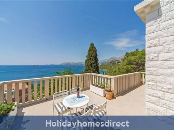 Five bedroom villa in Cavtat near Dubrovnik with Sea Views (DU122)