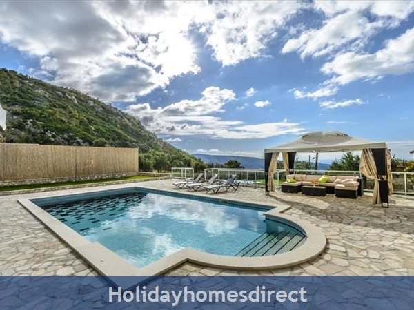 6 Bedroom Villa with Pool in Konavle Valley, near Dubrovnik - sleeps 12 (DU130)