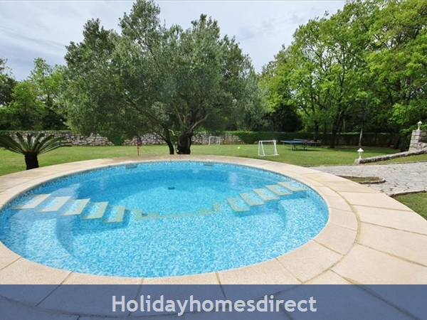 Spacious 4 Bedroom Villa with Heated Pool in Cilipi, sleeps 8 (DU150)