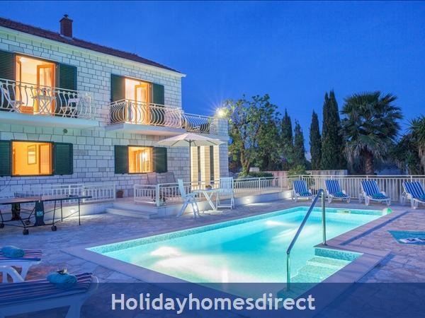 Villa Vjeka, Sumartin, Brac Island – 4 bedroom Willa with pool