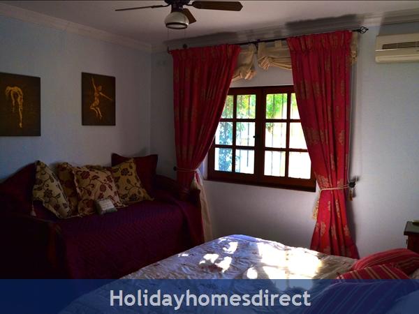 Casa Michael - El Paraiso Medio, Marbella: Main Villa - Bed 3 (Ensuite)