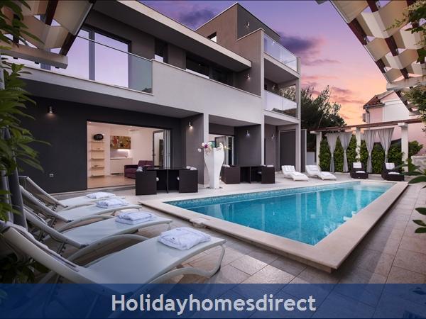 Villa Martinis, Rogoznica – 4 bedroom villa with pool