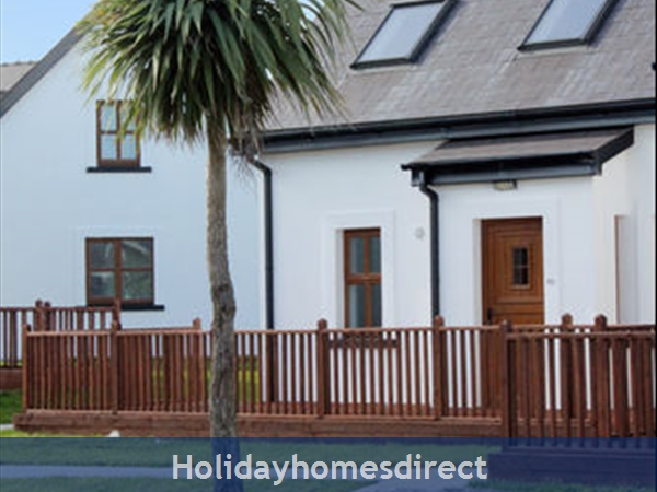 Hookless Holiday Homes: Image 2